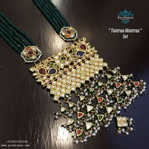 Tantraa Mantraa Kundan Set