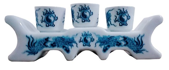 Purpledip Porcelain Tea Serving Set: 3 Japanese Cups with Bridge Tray (11728)