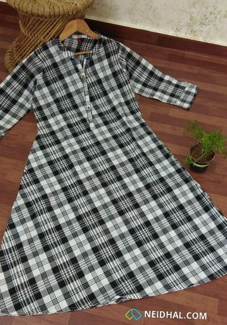 Checked Black Cotton Kurti With open front placket (Refer Size chart, 2nd pic before ordering, No Refund, No Return, No exchange, No cancellation), Mandarin Collar, Height 44-45, 3/4 Sleeves with flaps, A Line, two side pockets