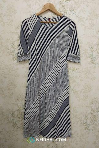 Printed Striped Blue Modal Fabric kurti (Refer Size chart, 2nd pic before ordering, No Refund, No Return, No exchange, No cancellation),Round Neck, Princess Cut, Height 43, 3/4 Sleeves with flaps, slide slits.