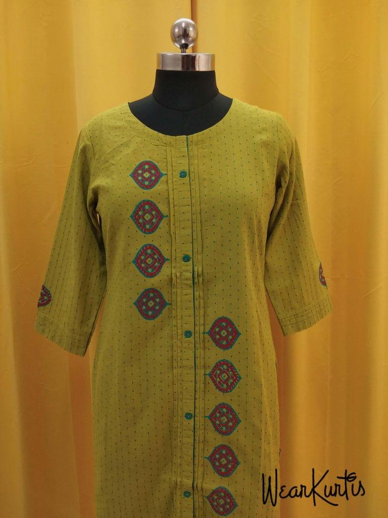 Printed Green Cotton Kurti with front closed placket (Refer Size chart, 3rd pic before ordering, No Refund, No Return, No exchange, No cancellation),Round Neck, Height -47, 3/4 Sleeves, front and side slits.