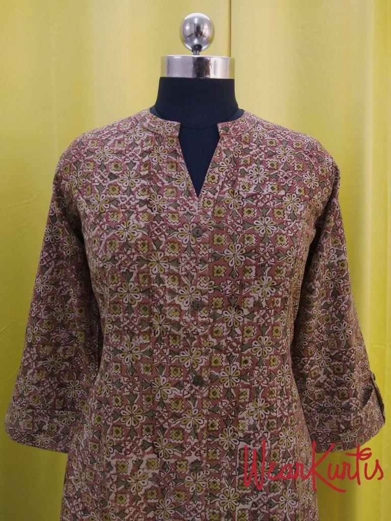 Kalamkari Multi color Cotton kurti with front open placket (Refer Size chart, 2nd pic before ordering, No Refund, No Return, No exchange, No cancellation),Mandarin Collar, Princess Cut, Height 47-48, 3/4 Sleeves with flaps, front and slide slits, one side pocket.