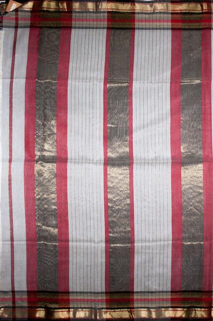 Maheshwari Handwoven Cotton-Silk Saree: Zari V Border Saree