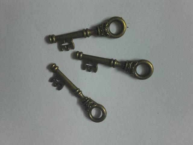 Small Keys Charms/ Pendant