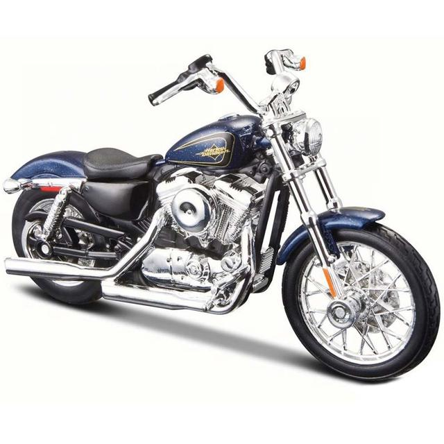 Maisto Harley Davidson 2012 XL 1200V Seventy-Two, Blue, 1:18 Scale Diecast Motorcycle