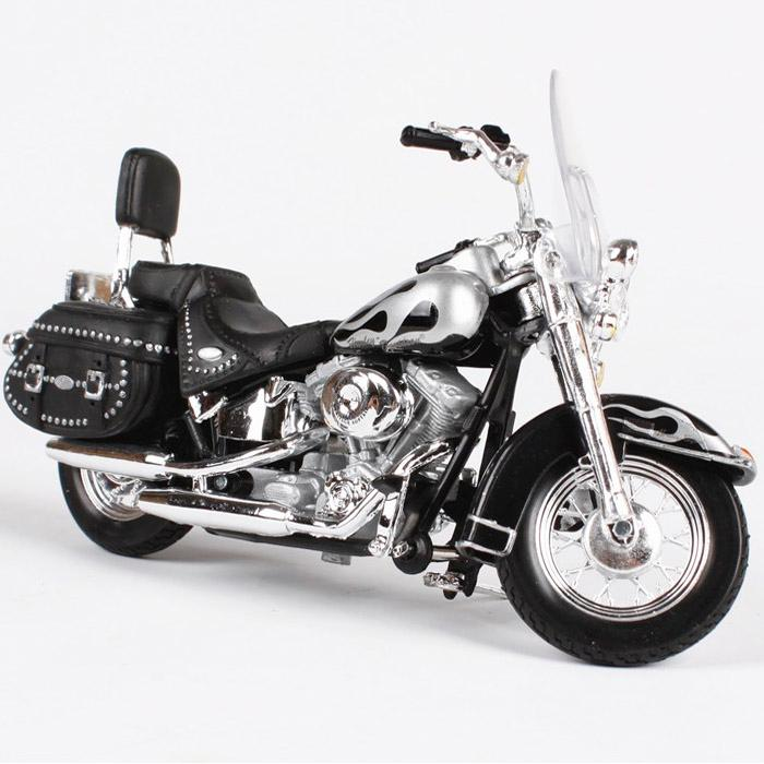 Maisto Harley Davidson 2002 FLSTC Heritage Softail Classic, 1:18 Scale Diecast Motorcycle