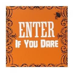 Plaque murale avec inscription 'Enter If You Dare'