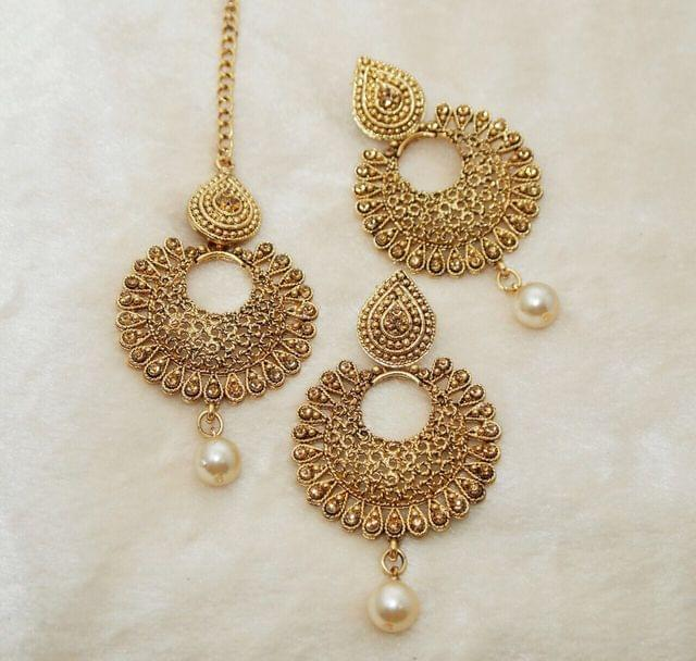 Mangtika with Couple of Matching earrings