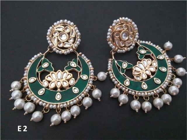 Beautiful Green coloured Handprinted Dangler Studded with Kundan Stones