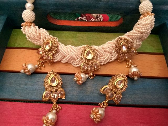 High quality necklace set with an year warranty