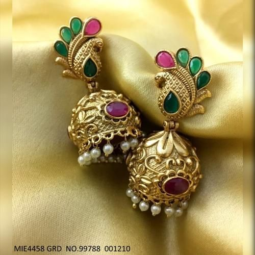 Brass earring with matt gold plating - 1 year warranty