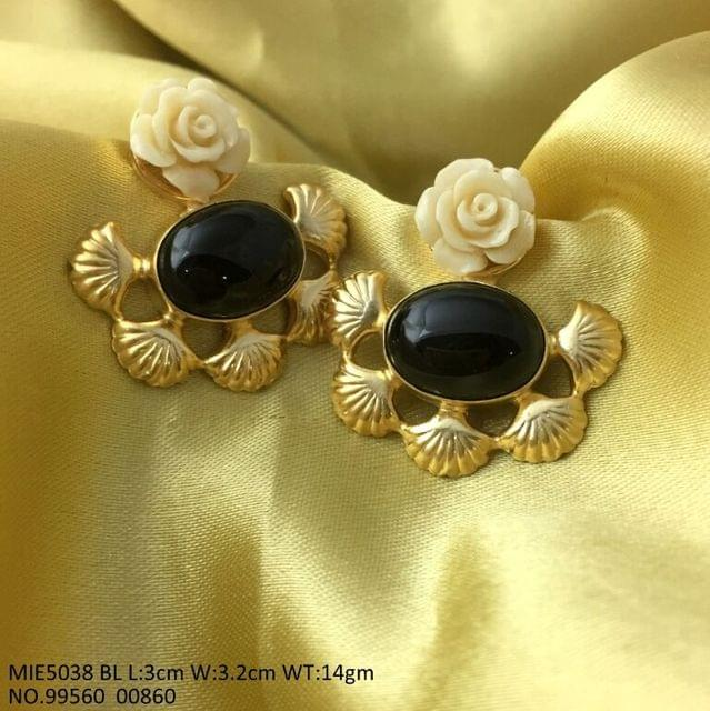 Brass, gold plated earring with an year warranty