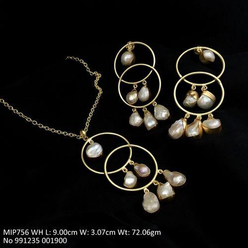 Metal: Brass, Stone: Baroque pearl