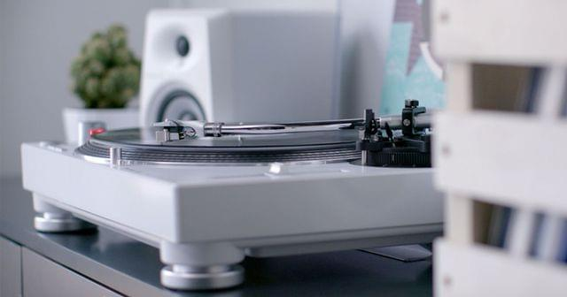 PIONEER | DJ Turntable | High-Torque, Direct Drive | White | PLX-500-W