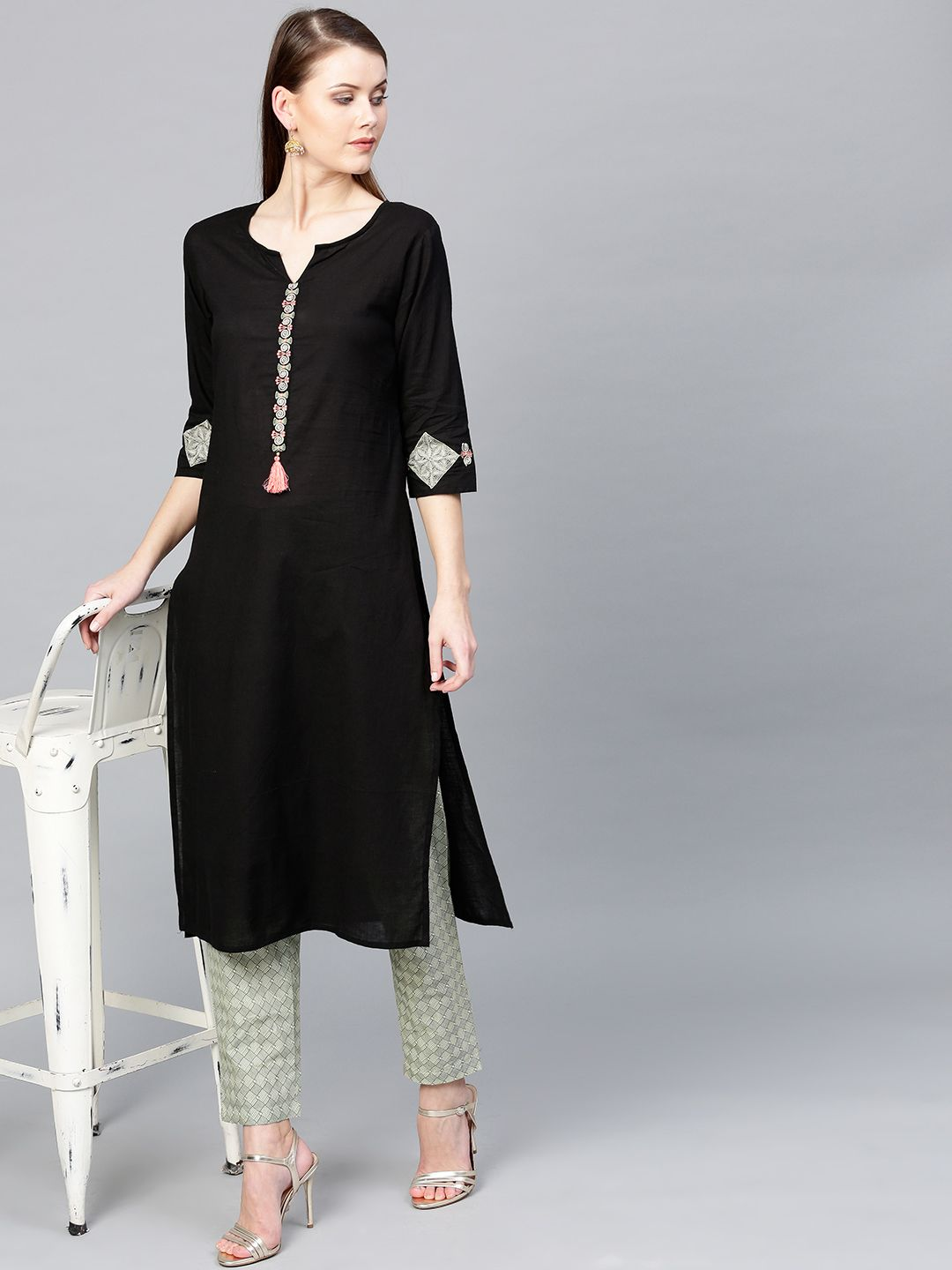 Women Black & Off-White Solid Kurta with Trousers