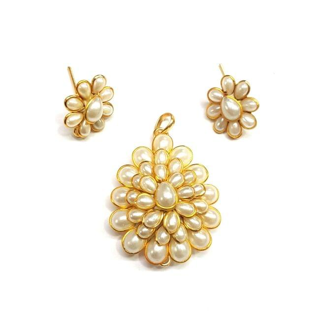 Pearl Pacchi Pendant, Pendant - 1.75 inches, Earrings - 0.75 inch
