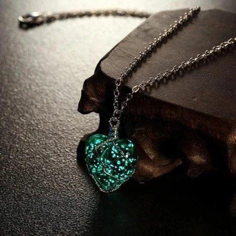 Crystal Heart - Glow In The Dark Necklace Green