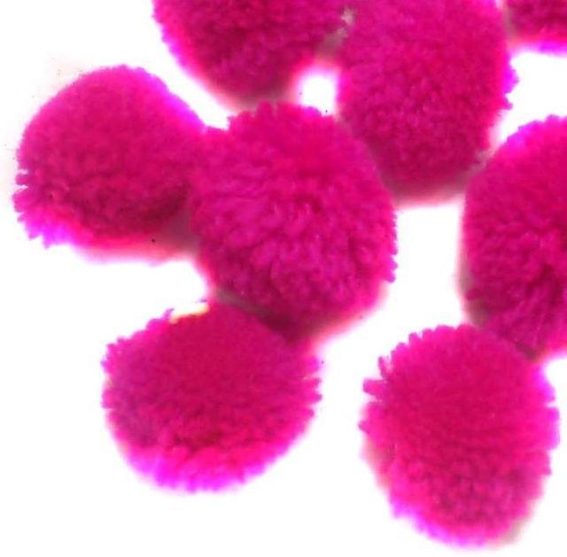 50 Pom Pom Round Beads Magenta 15 mm