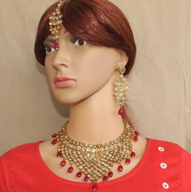 Kundan Set with Earrings and Maang Tika