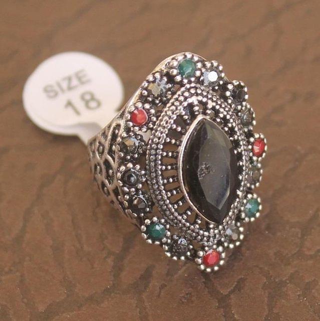 Victorian Finger Ring Black, Size 18