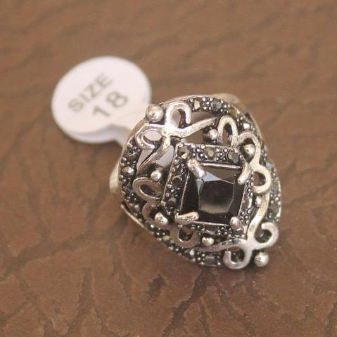 Victorian Finger Ring Black, Size 18