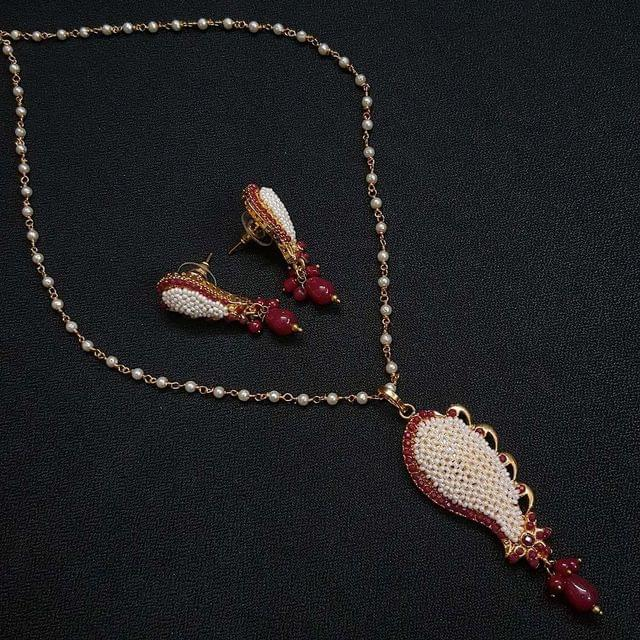 Designer Red Motti Jaal Puwai Necklace With Earrings For Girls / Women