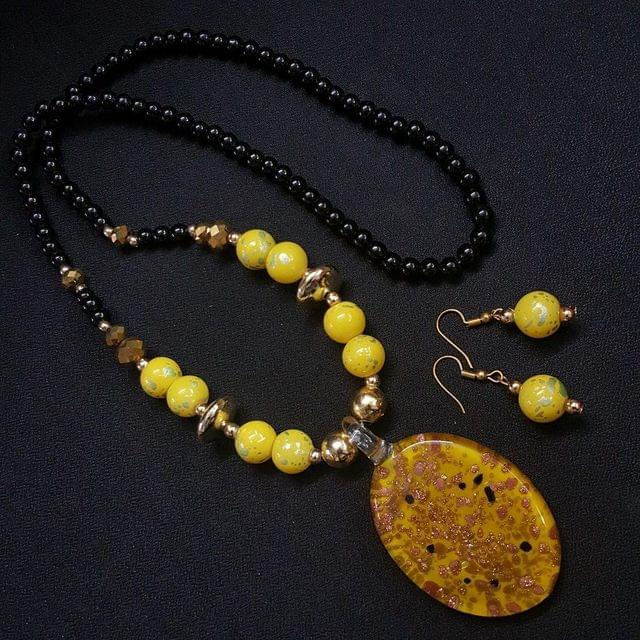 Yellow Oval Style Necklace With Multi Beads