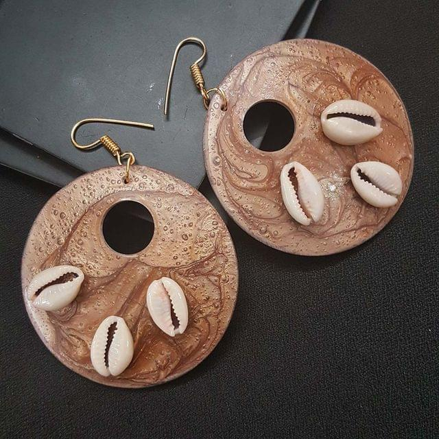 Round Style Shell Earrings With Cowrie Shell For Girls / Women