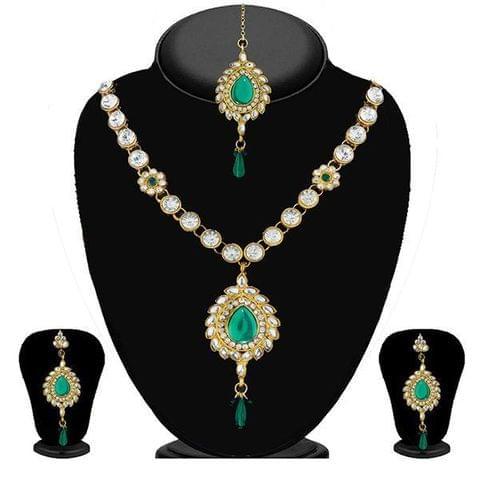 Green Kundan Necklace Set With Maang Tikka