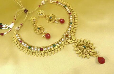 Gold Tone Kundan Jewelry Set Earrings