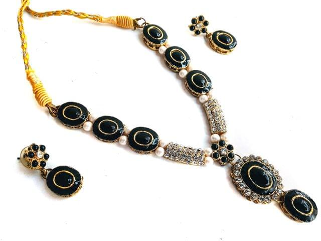 Pendant Set earrings Meena Work Black