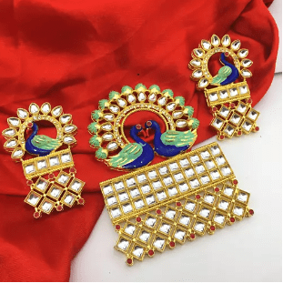 Green Color Kundan Meenakari Pendant 1 Set With Earring