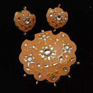 Peach With White Color High Quality Meenakari Kundan Pendant