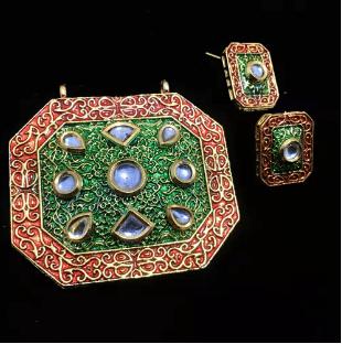 Meroon Green Color High Quality Kundan Pendant With Meenakari Work