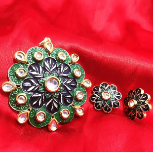 High Quality Kundan Pendant With Meenakari Work Green With Black Color 3' Inches 1 Set (Pendant With Earring)