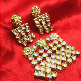 High Quality Kundan Pendant With Meenakari Work White Color 4' Inches 1 Set (Pendant With Earring)